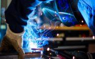 Homme travaillant dans l'industrie 4.0