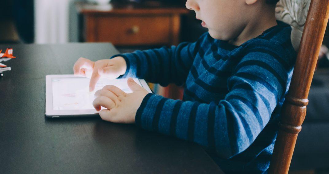 Enfants placés et numérique
